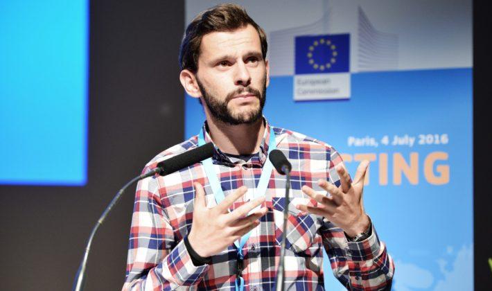 Samir Beharić: Dvije fotelje pod jednim krovom