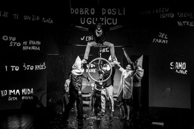 """Predstava """"Jedvanosimsoboakalomistobo"""" u novembru na sceni SARTR-a"""